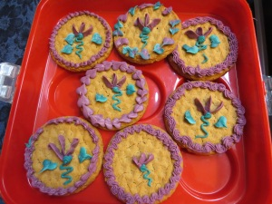Practicing sweet peas, leaves, and borders on store-bought cookies